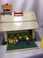 Vintage 1971 Fisher Price Little People Play Family  SCHOOL HOUSE & Desks letter