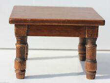 TABLE BASSE DE POUPEE - ANCIENNE - EN BOIS TEINTE - 18 x 18 x 12 cm