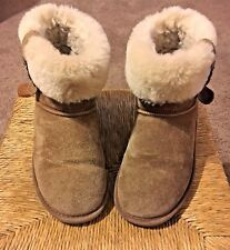 BEARPAW WOMEN'S SIZE 7 US, 5 UK, 38 EU FOLD OVER BOOTS FUR LINING AND BUCKLE