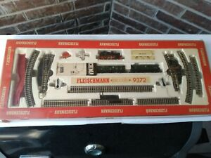 FLEISCHMANN Piccolo 9372 N Gauge Train Set in Box w/ Engine Cars Track Switch +
