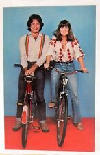 circa 1978 MORK & MINDY on bikes TV Show full color photo fan card postcard MINT