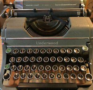 Antique Underwood Champion Portable Typewriter & Case 1930's Working Condition