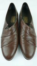 Munro American Women 8.5 N Brown Slip Ons Mocs Loafers Leather Stretch