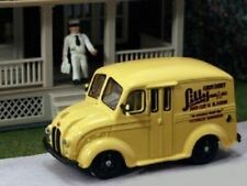 HO 1:87 AHM87-010 - 1950's Divco Delivery Truck - Lily Farm Dairy - Includes Mil