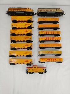 Huge 17 pc HO Scale Union Pacific lot 7 Hoppers, 7 Gondolas, 2 GP30s, 1 Caboose