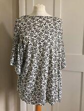 Ladies Evans Short Sleeved Top Black & White Flower Pattern Size 18 BNWOT