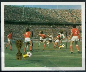 St. Lucia 1982 Bf 32 Coppa del mondo di calcio  in Spagna mnh