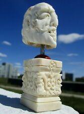 Januskopf - Schädel aus Horn geschnitzt auf Beinsockel - Wunderkammer !