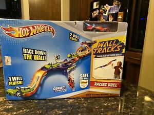 Hot Wheels Wall Tracks Racing Duel 2012 Mattel NEW IN BOX SHIPS TODAY!