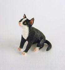 Dollhouse Miniature Socks Cat Sitting, A3094Sk