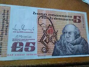 billet de 5 livres irlande numero 131112