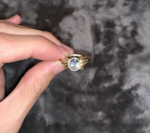 10k Yellow Gold Oval Damond Accent Ring Size 8