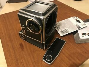 HASSELBLAD EL CAMERA BODY with 9v battery adapter module.