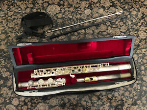 Used Gemeinhardt 3B Intermediate Flute: Gold Lip Plate, Open Hole, B Foot