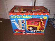 VINTAGE 1980 BY FISHER PRICE - PLAY FAMILY FIRE STATION (#928)<COMPLETE IN BOX