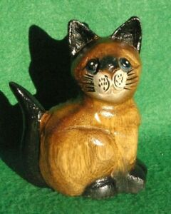 CARVING OF A SMALL ALERT SITTING CAT IN STAINED AND PAINTED WOOD #2