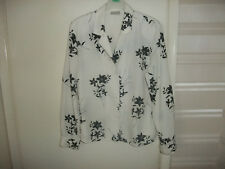 WHITE MINUETT BLOUSE WITH BLACK FLOWERS
