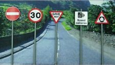 ANCORTON MODELS ASSORTED TRAFFIC SIGNS ON POSTS 5 IN A PACK REF NO OOATS1