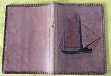 Ancienne Liseuse Couverture cuir période 1950 Voilier Océan , tâché Vintage