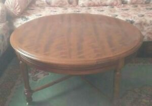 Rond Table made of wood