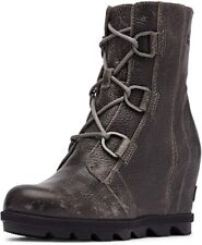 Sorel Joan of Arctic Wedge II Women Quarry Leather w/ Synthetic Sole Boot 8 M US