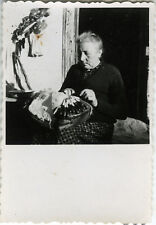 PHOTO ANCIENNE - VINTAGE SNAPSHOT - BRODERIE BRODEUSE FUSEAUX - NEEDLEPOINT