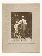 Foto G.Monti Milano coppia nonno e nipote con cane A389