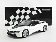 Voitures, camions et fourgons miniatures blancs BMW 1:18