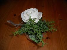 Wunderschönes Blumengesteck  weisse Rose  im Tontopf