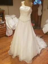 BONNY wedding dress size 10 taffeta with beads train white dress