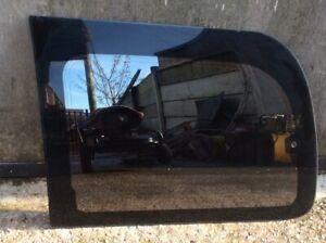 PASSENGER SIDE REAR WINDOW GLASS 1995-2002 MITSUBISHI DELICA 2.8 TD L400