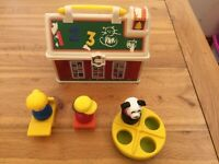 FISHER PRICE 2008 SCHOOL HOUSE LUNCH BOX STORAGE CASE WITH HANDLE AND TOYS