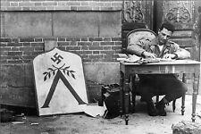 WW2 - Photo-carte - Le soldat Cashe écrit une lettre à Cherbourg fin juin 1944