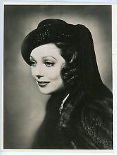 LORETTA YOUNG – BEAUTIFUL PORTRAIT – ORIGINAL 1940s PRESS PHOTO – NEAR MINT