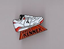 Pin's chaussure / tennis Pro Kennex (signé SP)