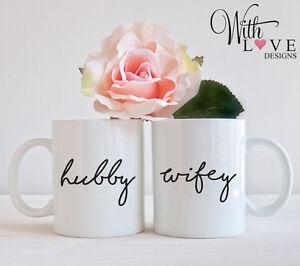SET OF 2 MUGS HUBBY WIFEY MR AND MRS COFFEE MUG TEA CUP WEDDING PRESENT GIFT