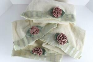 Vintage Set of 4 AVANTI Hand Towels Rosebud Romantic Ivory Made USA hc1
