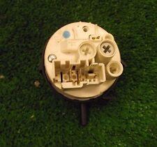 Machine à laver WHIRLPOOL AWO/D5556 contacteur de pression
