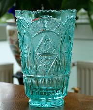 Ältere massive Böhmische Bleikristall Vase in seltenem Türkis u. Sternenschliff