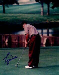 Tiger Woods Signed / Autographed 8x10 Putting Photograph