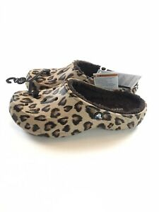 NWT Crocs Freesail Fuzz Lined Clog Slip On Sandals Womens Size 8 Leopard Print
