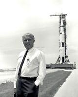 WERNHER VON BRAUN IN FRONT OF THE APOLLO 11 SATURN V - 8X10 NASA PHOTO (EP-173)