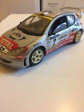 PEUGEOT 206 WRC #2 Rallye Catalogne 2001 Auriol Giraudet 1/18 SOLIDO voiture min