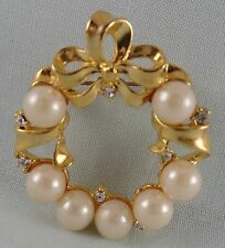 VINTAGE UNSIGNED PIN BROOCH GOLD TONE WITH FAUX PEARLS & SMALL CLEAR RHINESTONES