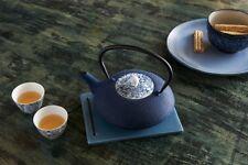 Bredemeijer Teekanne Yantai mit Porzellan-Deckel, Gusseisen, blau, 18.7 x 23.7