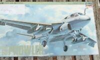 Hasegawa Prowler EA-6B US NAVY- USAF 1:72 Bausatz geöffnet