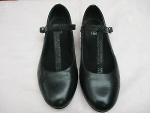 Girls Clarks Strap/Buckle fastening Shoes Size 1.5F in Black-Suitable for School