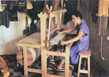 """Carte postale """" petits et vieux métiers """" le tissage métier à tisser"""
