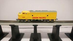 Bachmann HO Train Union Pacific EMD F9A Dummy Diesel Locomotive