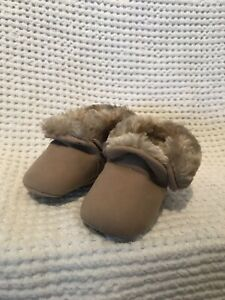 Surprise By Stride Rite Baby Unisex Fuzzy Taupe Boots 0-6 Boots